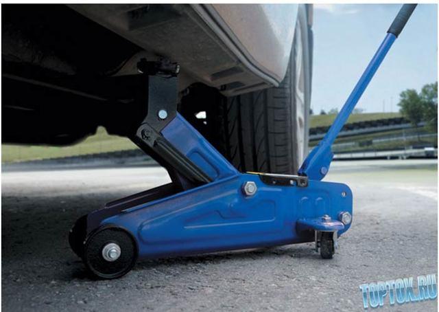 Какой автомобильный гидравлический домкрат лучше выбрать и купить для удобства для гаража