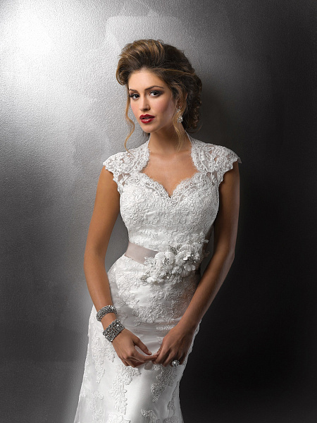 Как подобрать украшение к вырезу платья + фото