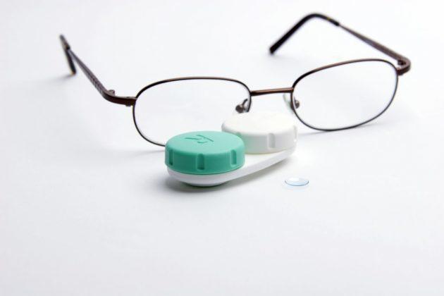 Что лучше выбрать: очки или контактные линзы (мнение врачей, отзывы)
