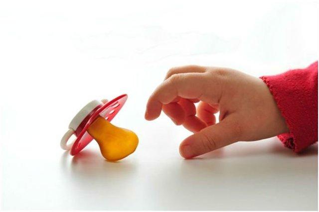 Какая пустышка лучше для новорожденного: силиконовая или латексная, отзывы, советы врачей (Комаровский)