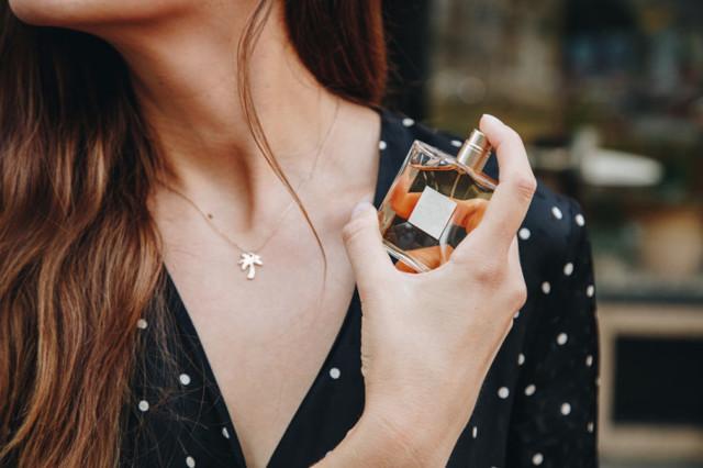 Стойкие духи со шлейфом для девушки, которые нравятся мужчинам: какие выбрать + отзывы