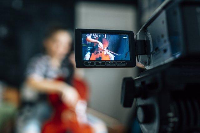 Как выбрать цифровую видеокамеру: какую камеру купить для съемки видео для семьи