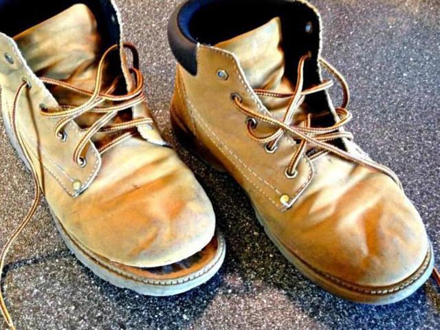 Какой клей лучше для обуви: как выбрать хороший обувной клей