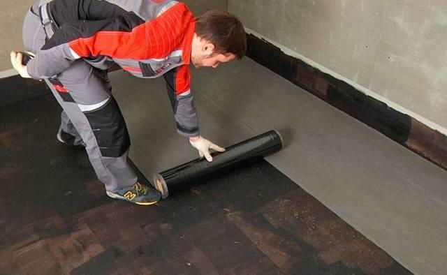 Гидроизоляция ванной комнаты под плитку, что лучше выбрать из материалов для деревянного дома и бетонного пола