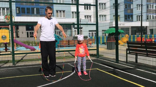 Как подобрать скакалку по росту взрослому и ребенку (таблица, фото, видео)