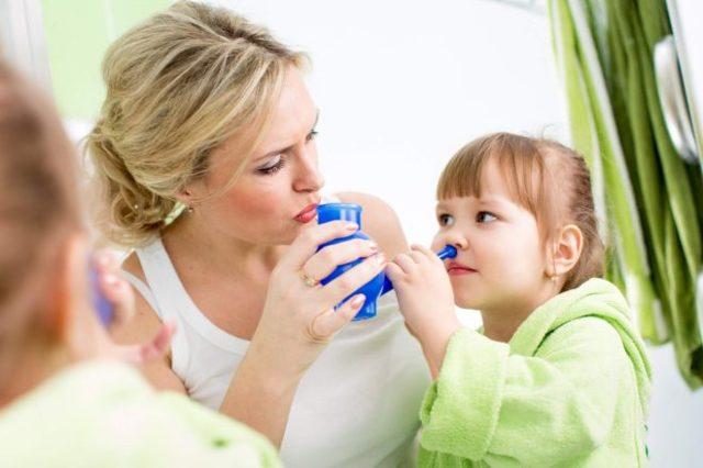Лечение насморка у детей быстро и эффективно: что выбрать, народные средства или лекарства
